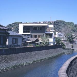 稲荷川の家
