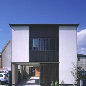 鴨池タテ格子の家