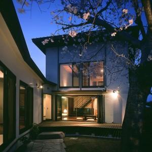 曲り壁のある家
