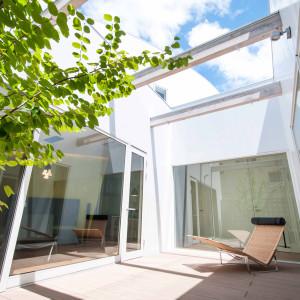 曲面外壁を持つ家1